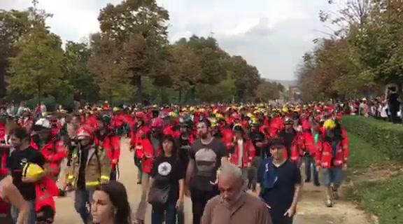 Svala direkterapporterer fra parlamentsparken i Barcelona