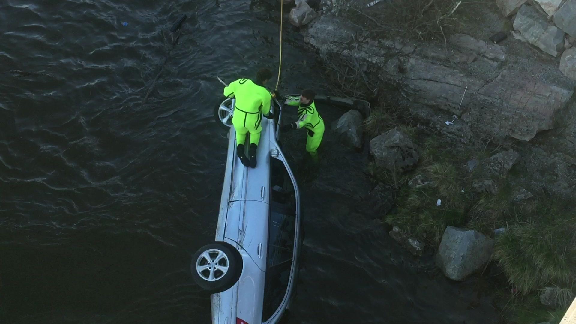 Bil i elva i Børselv